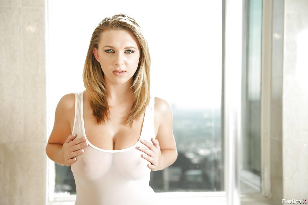 Сексуальная Блондинка Brooke Wylde